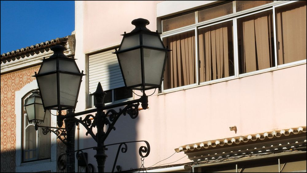 The road lamp