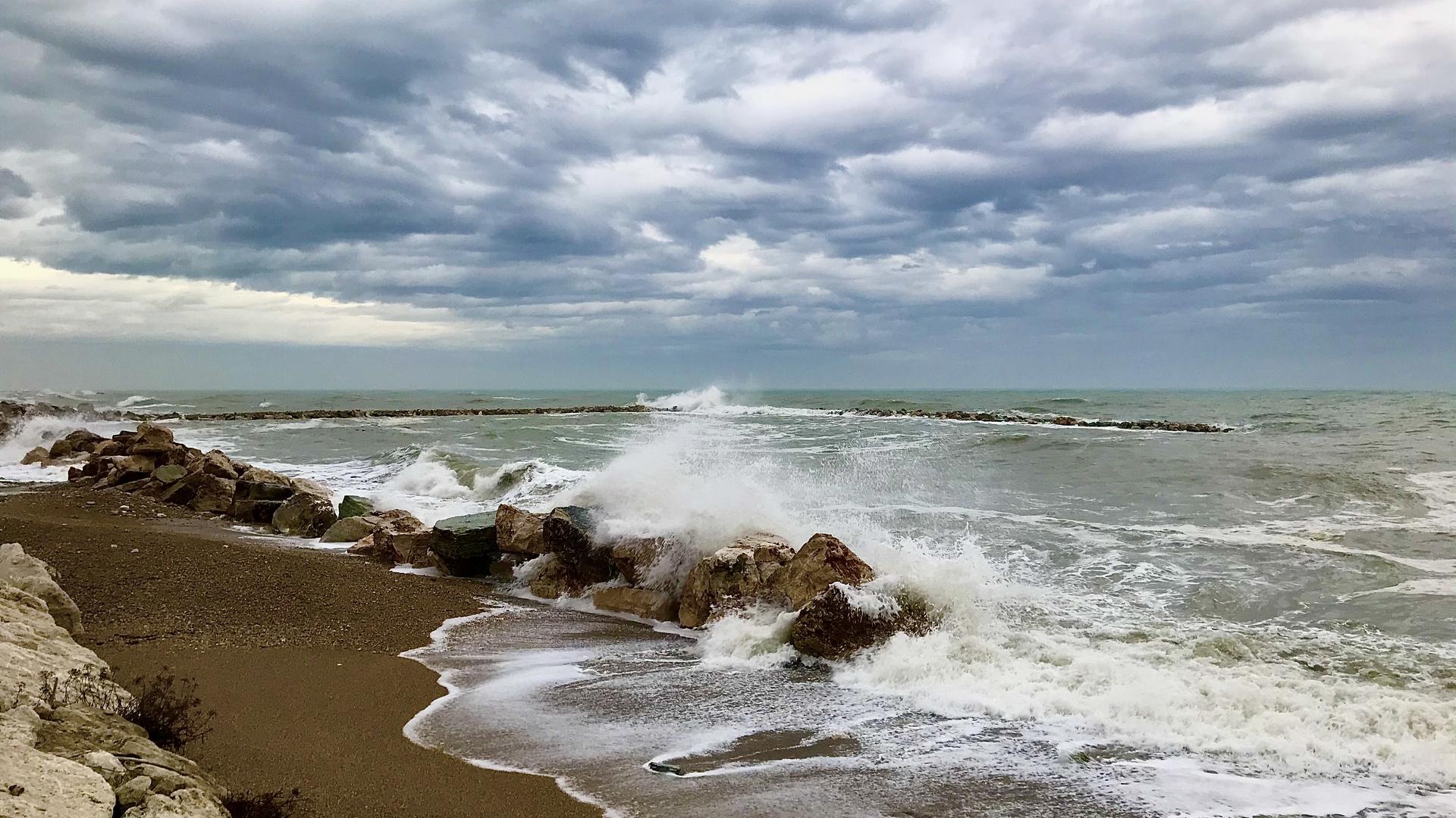 The sea in winter 2
