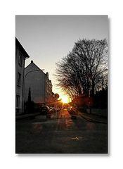... the sun sets down over Herderstr. (Wuppertal-Hammerstein, d. Dichterviertel)