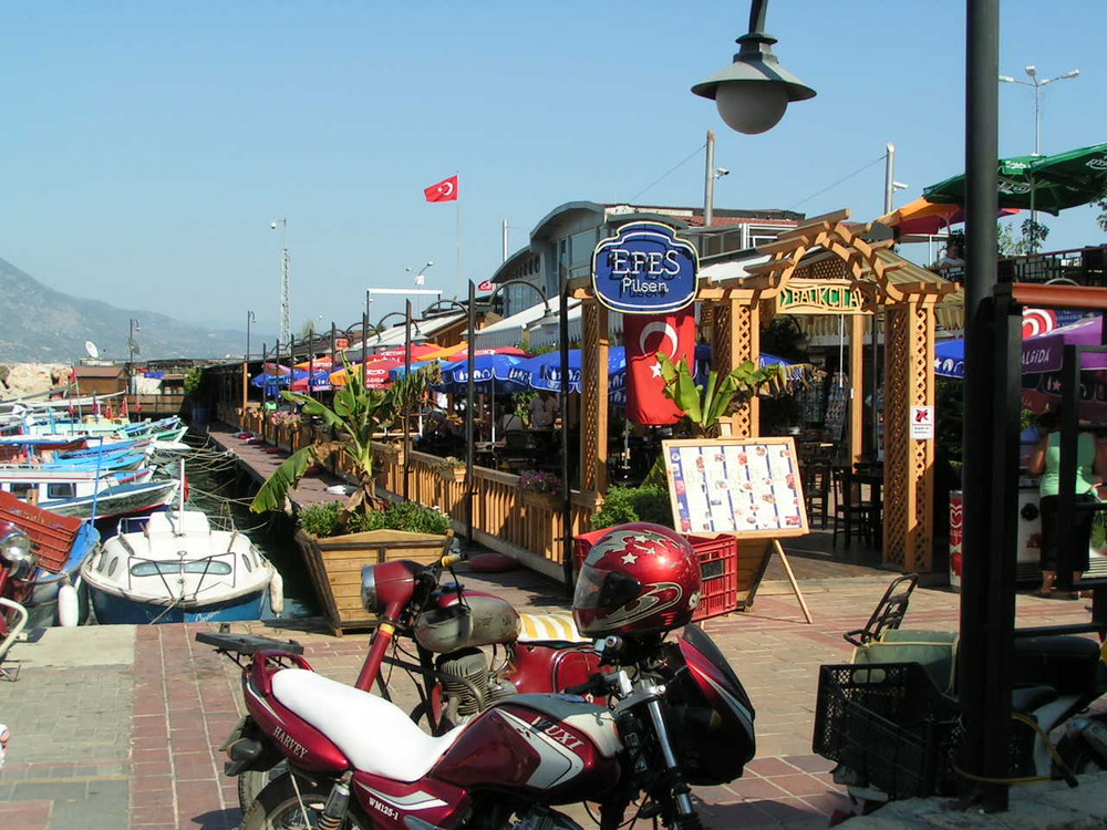 The teahouse on the harbor in Alanya