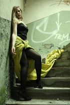 The yellow cloth. II