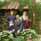 The Zeller family in their garden :.: Der Zeller mit Familie im Garten