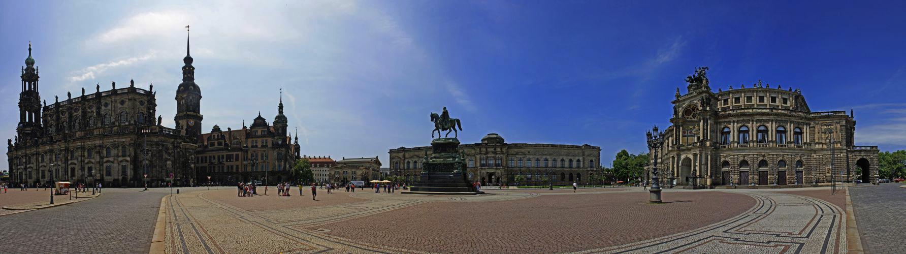 ~ Theaterplatz Dresden ~
