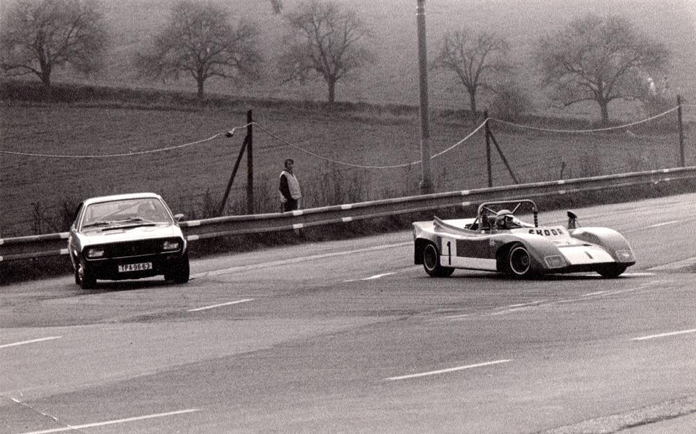 Thema *Gegensätze* Skoda Spider #1 vs Reault R 15 TS, Most 1975