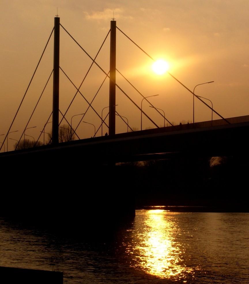 Theodor-Heuss-Brücke am Abend