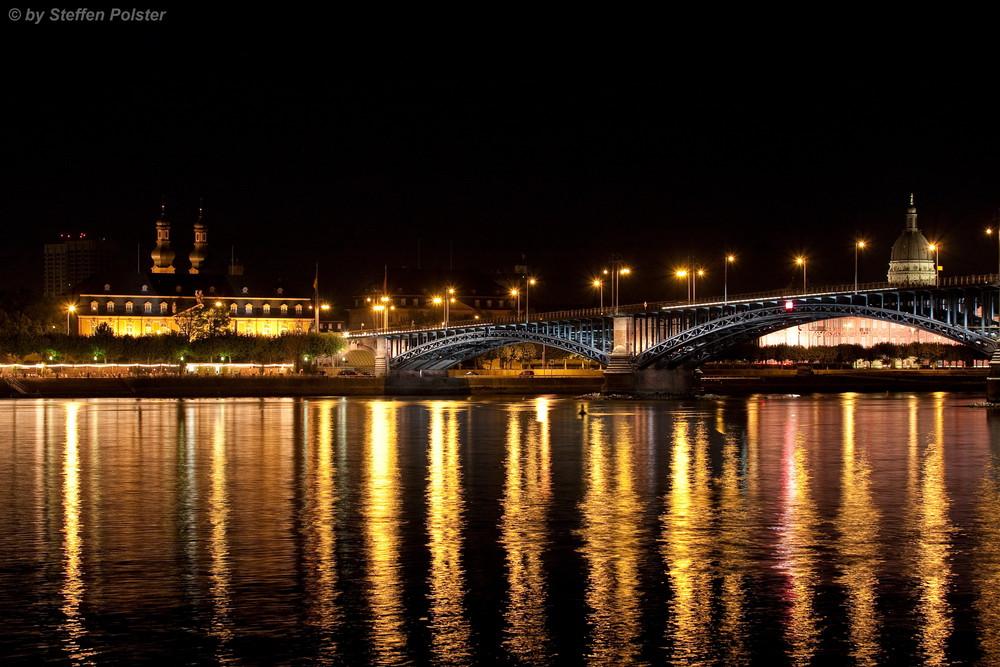 Theodor-Heuss-Brücke --- Mainz ----