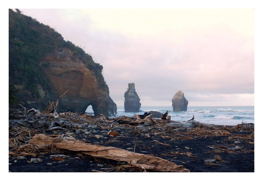 Three Sisters & Elephant Rock, Taranaki