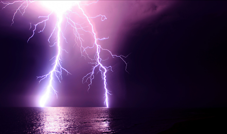 Thunders .