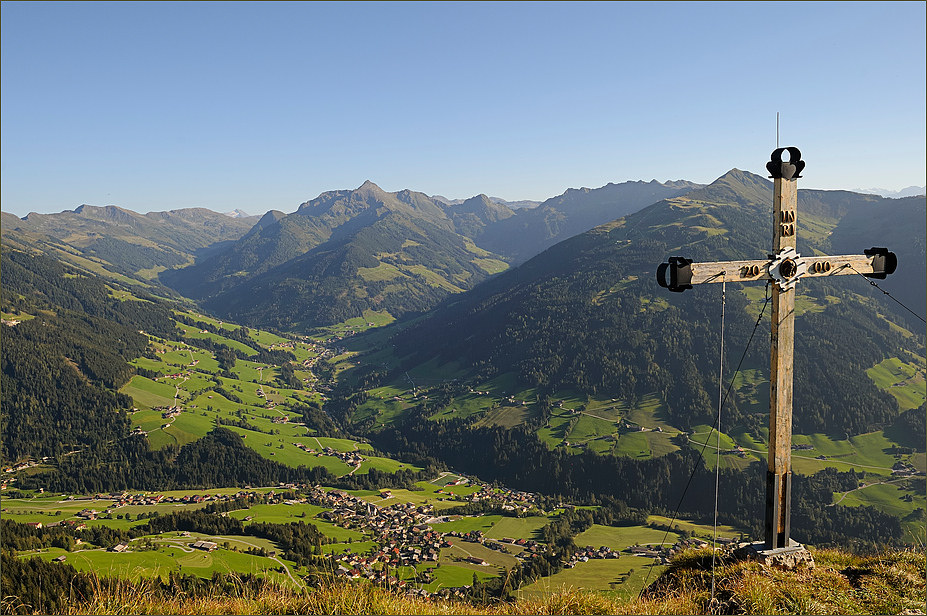 Tiefblick über Alpbach