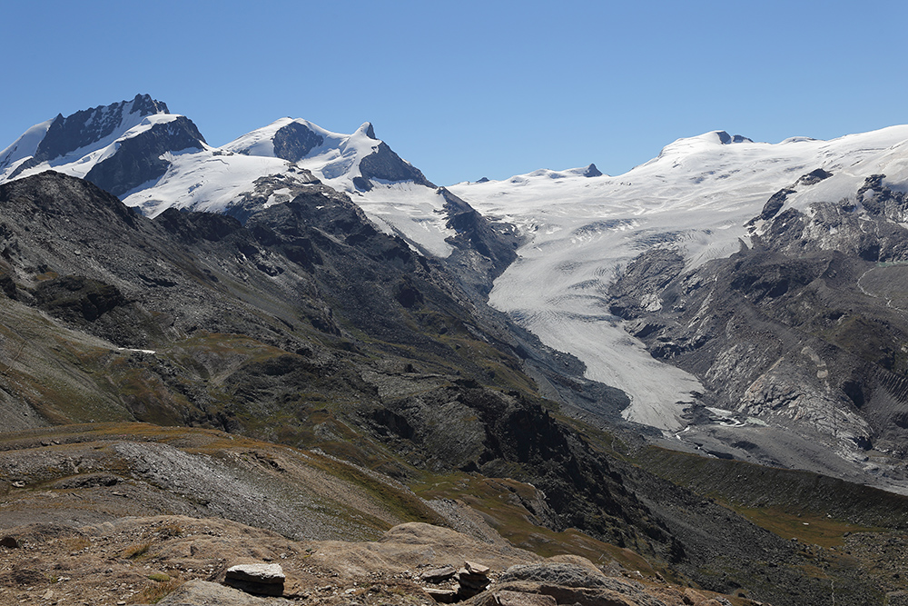 Tiefblicke wie hier  vom 3103m hohen Unterrothorn bei Zermatt im Wallis...