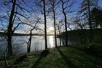 tiefstehende Nachmittagssonne über dem See