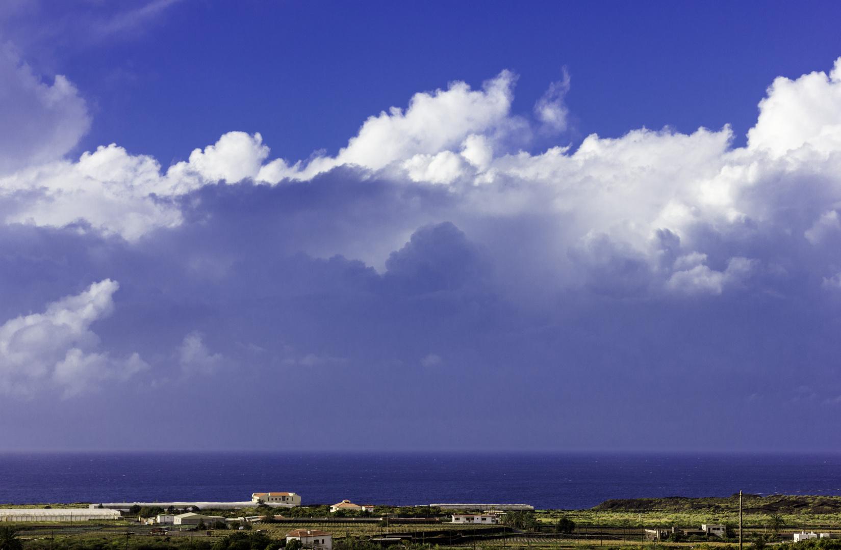 Tierra, mar y nubes