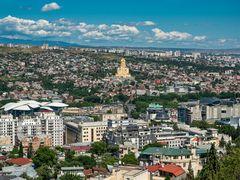 Tiflis mit Sameba-Kathedrale