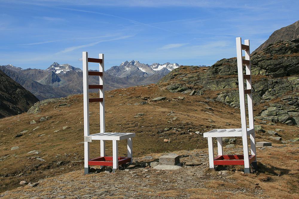 Timmelsjoch 2 - Stühle über Grenzen