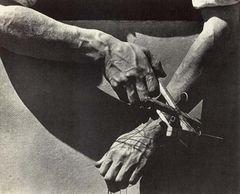 Tina Modotti, Le mani del burattinaio, 1929