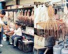 Tintenfischverkäufer bei der Arbeit
