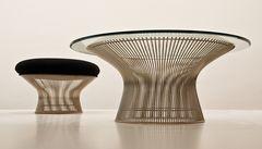 Tisch und Stuhl in der Pinakothek der Moderne München