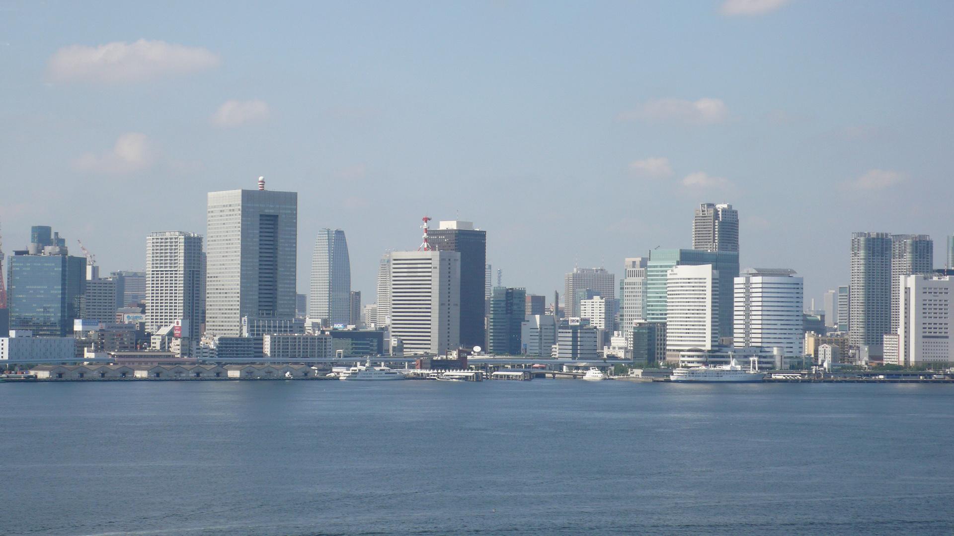 Tokyos Hafengebiet am frühen Morgen