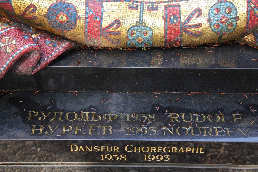 Tombe de Rudolf Noureev (détail)