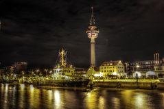 Tonnenhof Bremerhaven bei Nacht HDR