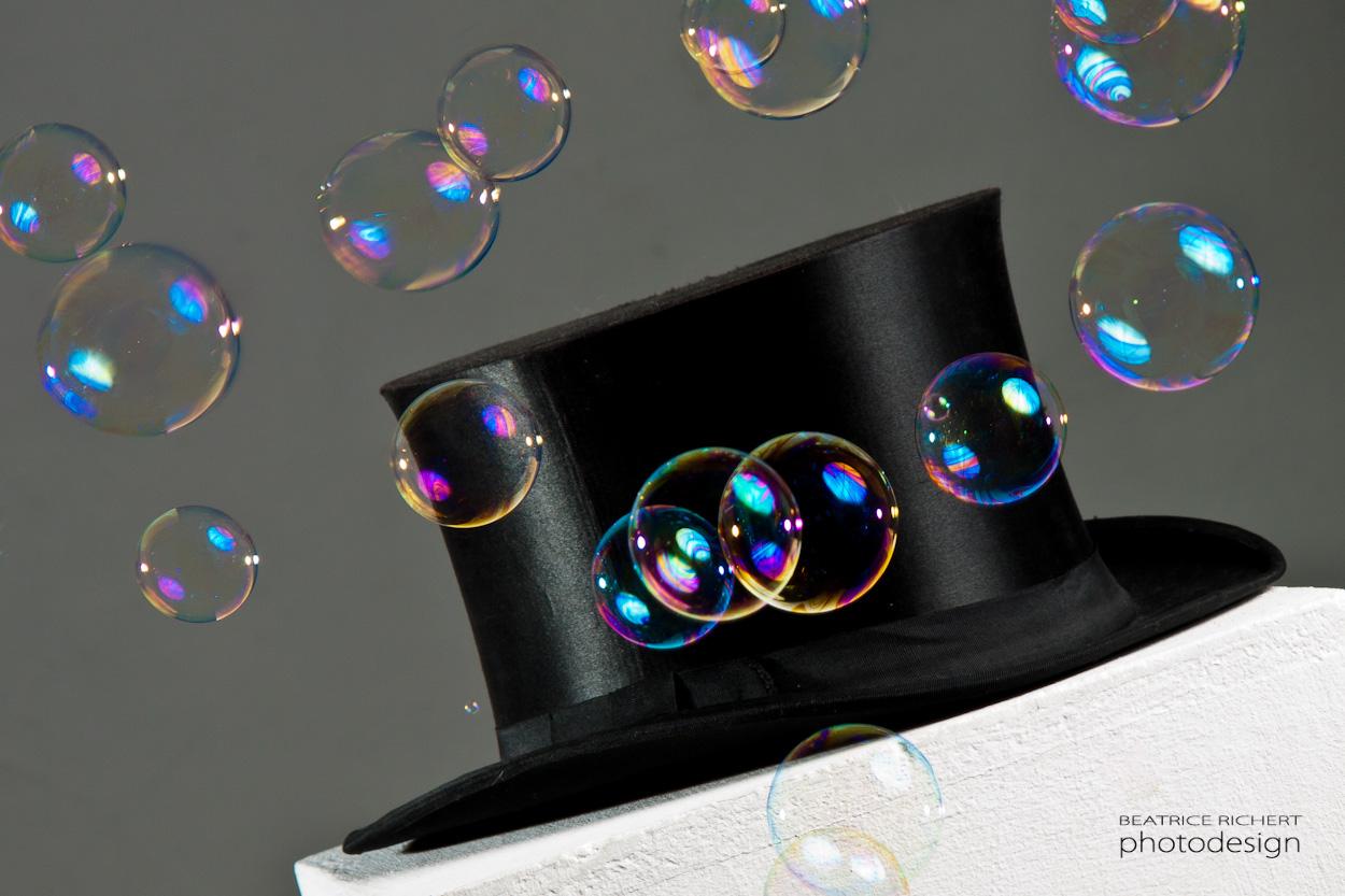 Top hat meets bubbles
