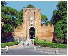Tor zum Pozzi-Brunnen