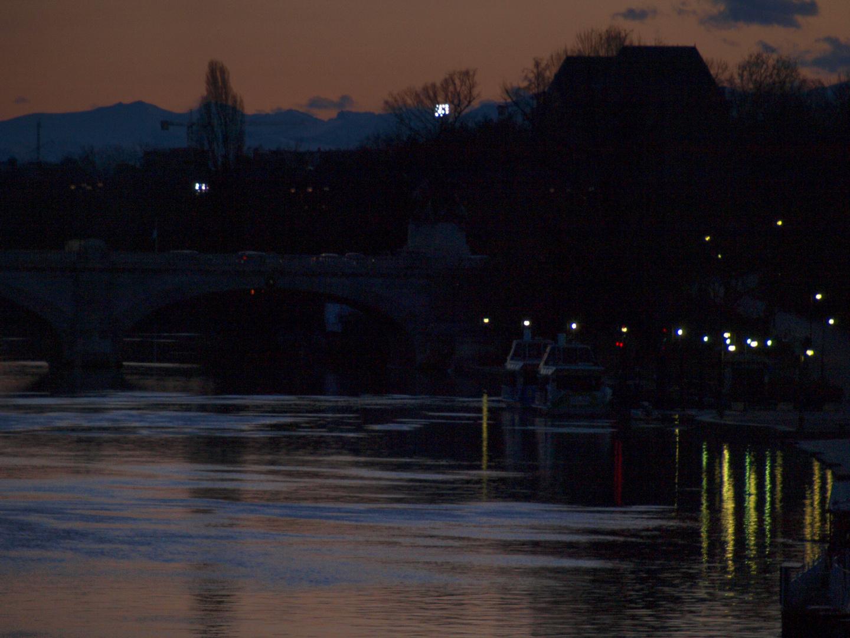Torino il Po all' imbrunire