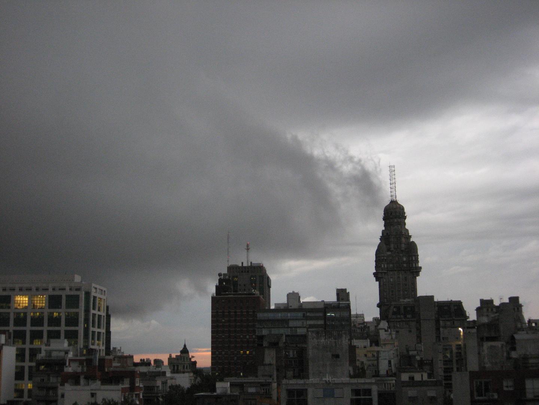 Tormenta sobre el Río de la Plata - Montevideo