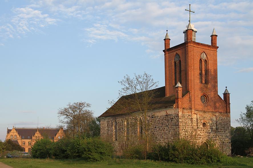Tornow Schloss und Kirche