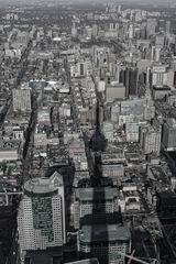 Toronto im Schatten des CN Tower - Versuch in schwarz / weiß