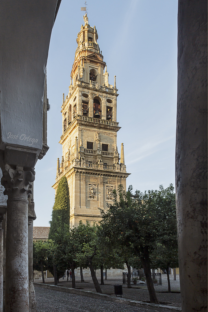 Torre campanario de la mezquita-catedral