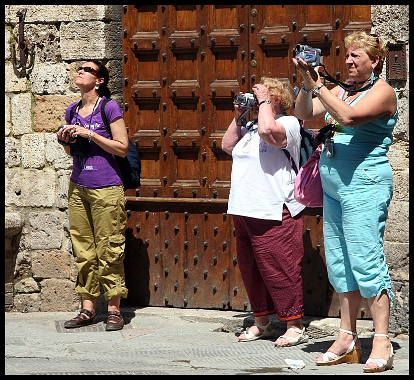 Toscana: Straßenszene in San Gimignano