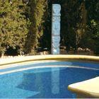 TOTEM cerca piscina