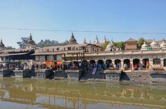 Totenverbrennungen am Surya Ghat in Pashupatinath