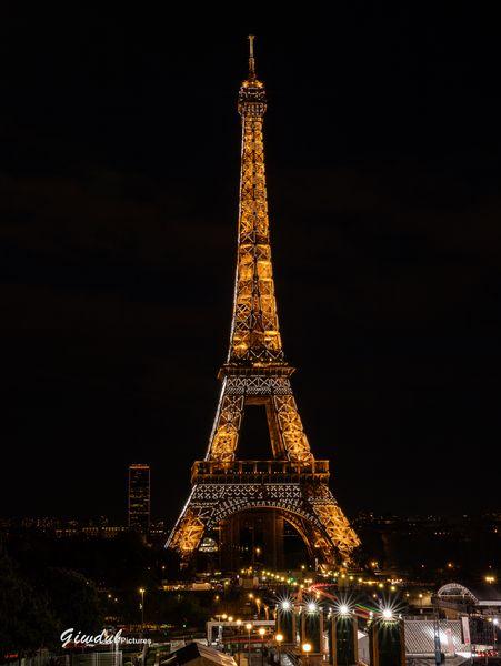 "Tour Eiffel - ""Copyright Tour Eiffel - Illuminations Pierre Bideau"""