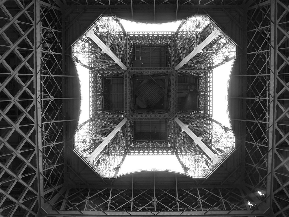 Tour Eiffel vu d'en dessous !