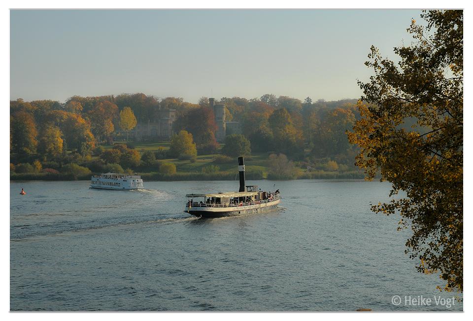 Touri Dampfer im Herbst