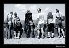 Touristen mit dem Blick aufs Wesentliche...