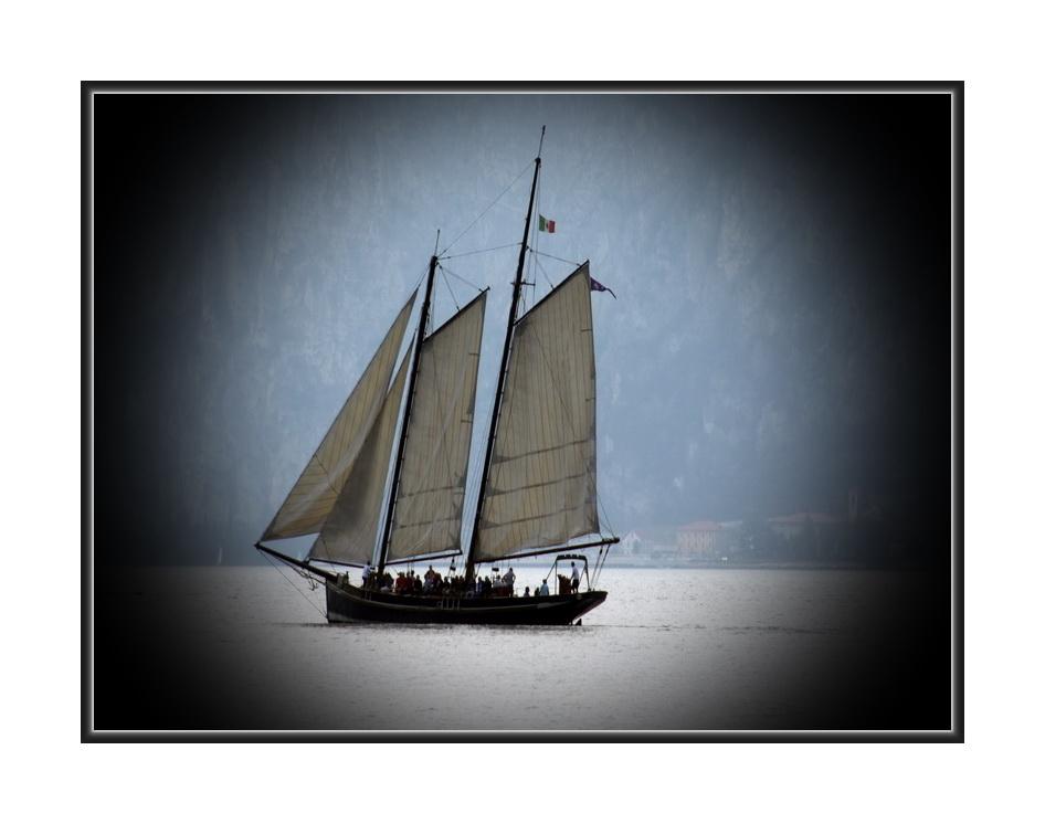TouristenSchiff*