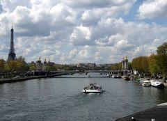 Tout doucement, le long de la Seine ....