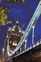tower bridge von der seite