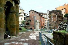 tra i resti dell'antica Roma