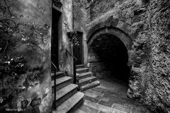Tra i vicoli di un borgo: Capalbio