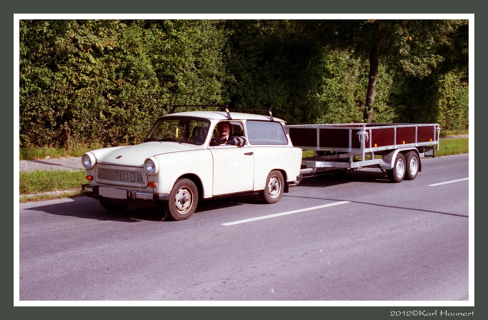 trabant 601 kombi mit 2 tonnen anh nger foto bild. Black Bedroom Furniture Sets. Home Design Ideas
