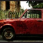 trabant in rot.
