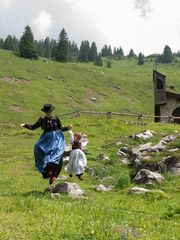 """""""Trachten jump"""" auf der Alpe"""