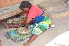 traditionelle Töpferin Tansania