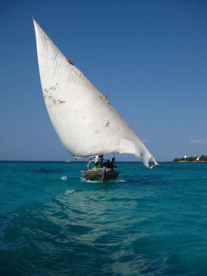 Traditionelles Dau in Sansibar