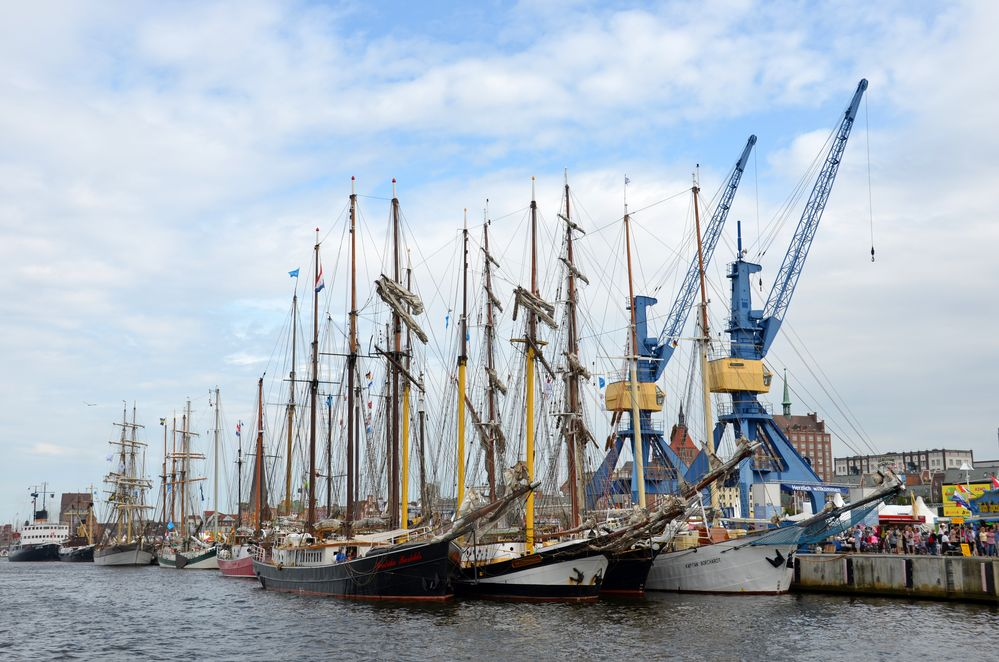 Traditionssegler zur Hanse Sail 2014 im Rostocker Stadthafen