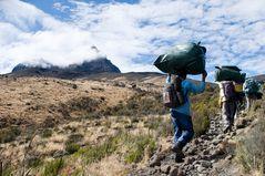 Träger am Kilimanjaro